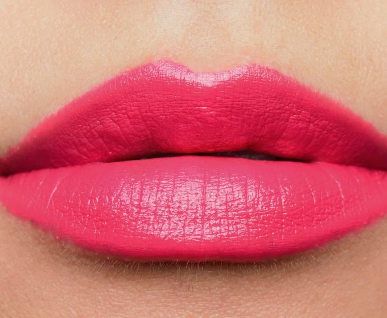Son MAC màu Impassioned khi lên môi rất mượt mà và đều màu.