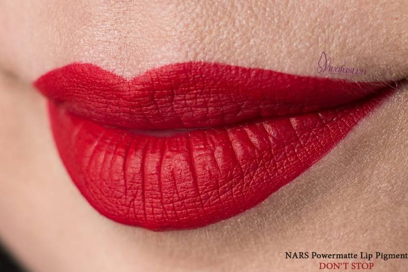Chất son Kem Lì mềm mịn, hiệu ứng căng mọng mang đến đôi môi đầy đặn